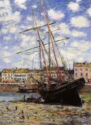 Claude Oscar Monet - Boat At Low Tide At Fecamp
